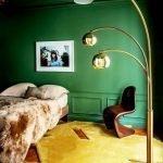Ярко-зеленая спальня
