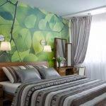 Спальня с зелеными фотообоями