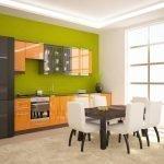 Оранжево-коричневая мебель на кухне
