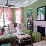 Классический интерьер с зелеными обоями