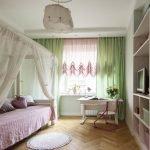 Шторы зеленого оттенка в спальне