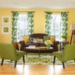 Зеленые кресла в гостиной