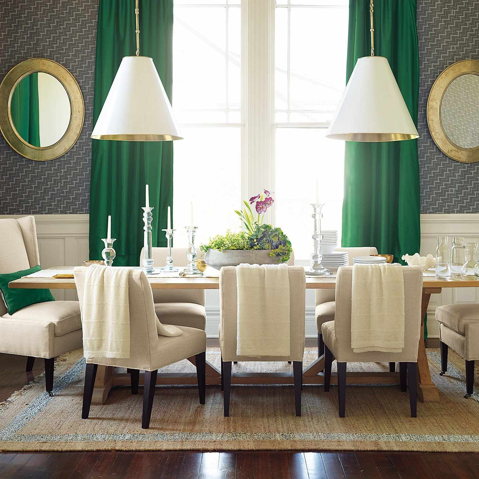 Столовая с зелеными шторами