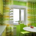 Желто-зеленые шторы на кухне