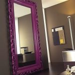 Зеркало в фиолетовой раме