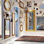 Интерьер с зеркалами разной формы