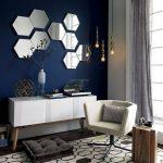 Зеркала на синей стене