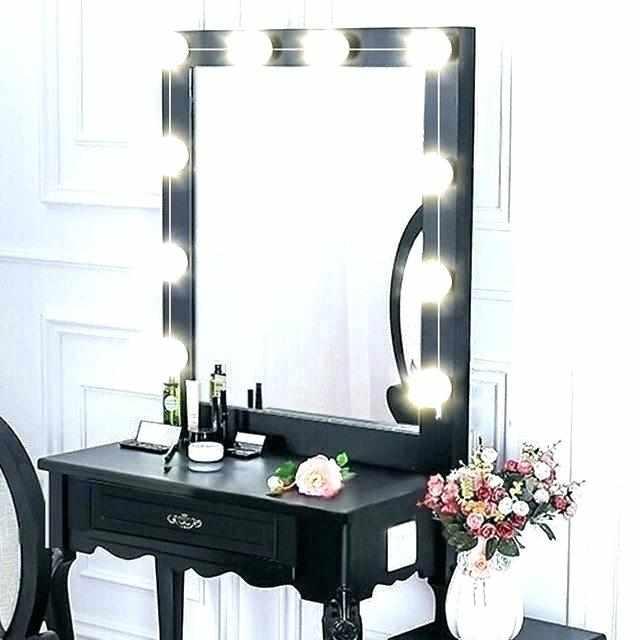 Зеркало с лампами в классическом стиле