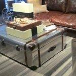Серебристый столик из чемодана