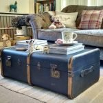 Из старого большого чемодана