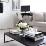 Металлический столик в гостиной
