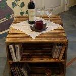 Небольшой столик-тумбочка