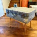 Столик из серого чемодана