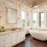 Позолота в ванной
