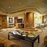 Просторная гостиная в частном доме