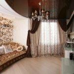 Сочетание золотого и коричневого в дизайне комнаты