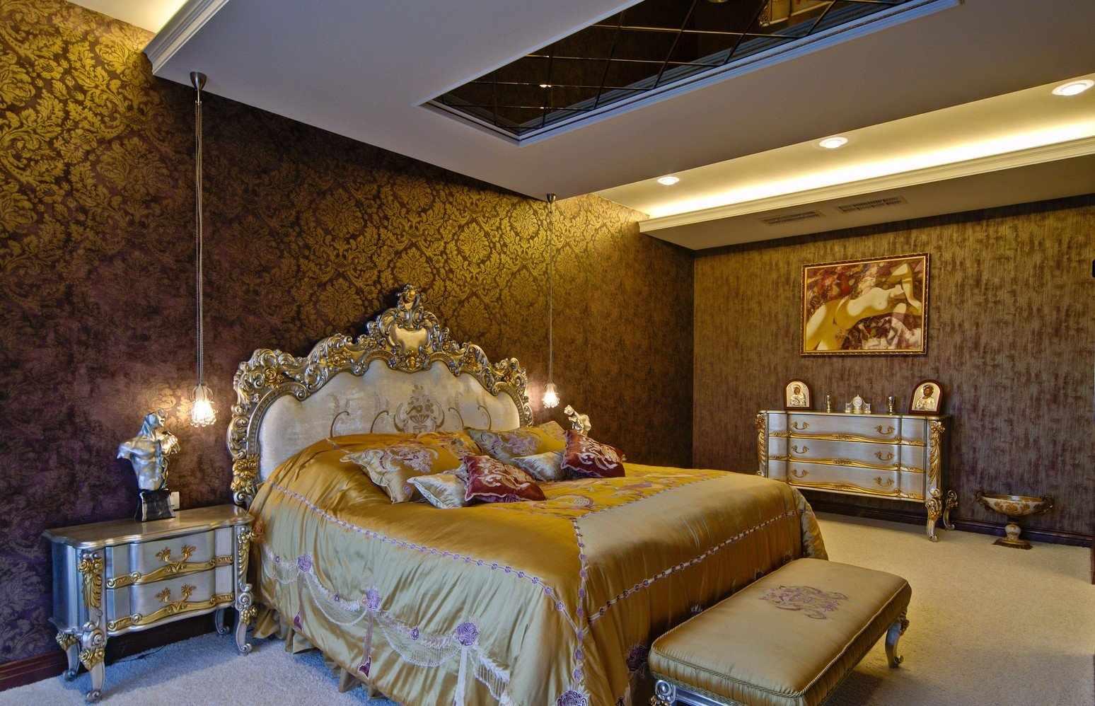 Золотые тона в дизайне спальни